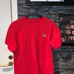 T-shirt köpt på pull and bear. Köparen står för frakten.
