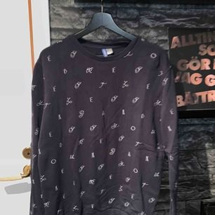 Långärmad tröja köpt på hm. Köparen står för frakten