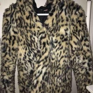 Leopard jacka