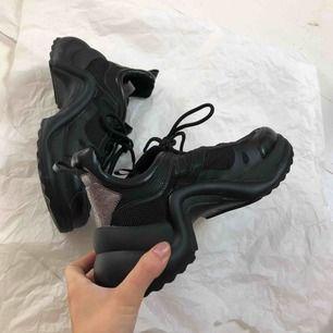 SÅ Snygga skor från VAMSKO. Orginalpris är 1199 kr. Endast använda 1 gång! KAP! Frakt kostar 90 kr men vid snabb affär kan vi dela på den☺️