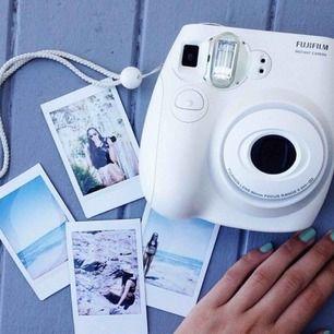 Fujifilm Instax Mini 8 Instant Film Camer Super fin och nästan som hel ny!  Frakt tillkommer❤️