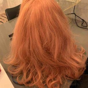 Jätte fin och verklighetstrogen peruk är enormt fin på, har använt 1 gång 350kr Står ej för frakt  Om den ska postas