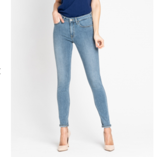 Säljer mina Lee jeans. Beställde de från deras hemsida i storleken 31 och längden 33. Dock tycker jag de var för stora för mig och därför bara använda ett fåtal gånger.  De är jättemjuka och supersköna! Köptes för 899kr säljs för 350. Priset kan diskuteras!