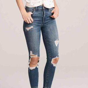 Abercrombie & Fitch jeans, använda 2 gånger! • Modellen - Simone High Rise Ankle • Storlek 00/24 (61cm i midjan)  • längden - dig som är 162-170cm (står på hemsidan)  NYPRIS: 950kr