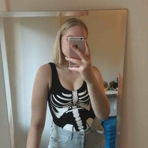 Snygg skelettbody i stl XS. Perfekt inför halloween