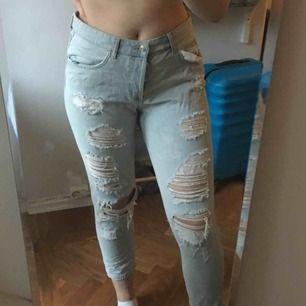 Skitsnygga boyfriend jeans med hål.