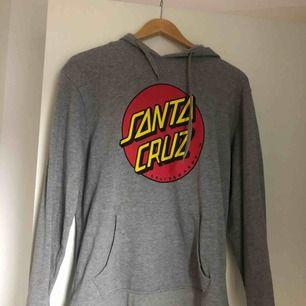 Så gott som ny hoodie från Santa Cruz.