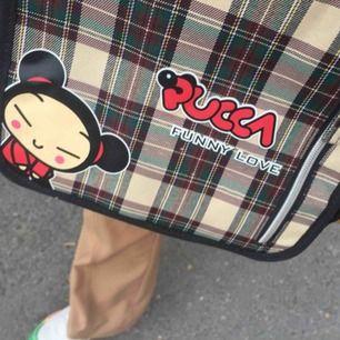 En super söt Pucca axel axelbands väska köpt secondhand! Frakt 42 kr eller möts upp