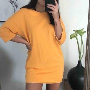 Orange t-shirt klänning från BikBok! Dm vid intresse 🥰