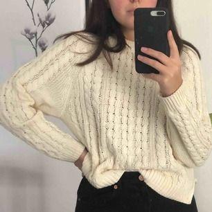 Vit stickad tröja från H&M! Dm vid intresse 🥰