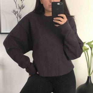 Oversized tjocktröja med knyte i ryggen från Zara! Dm vid intresse 🥰