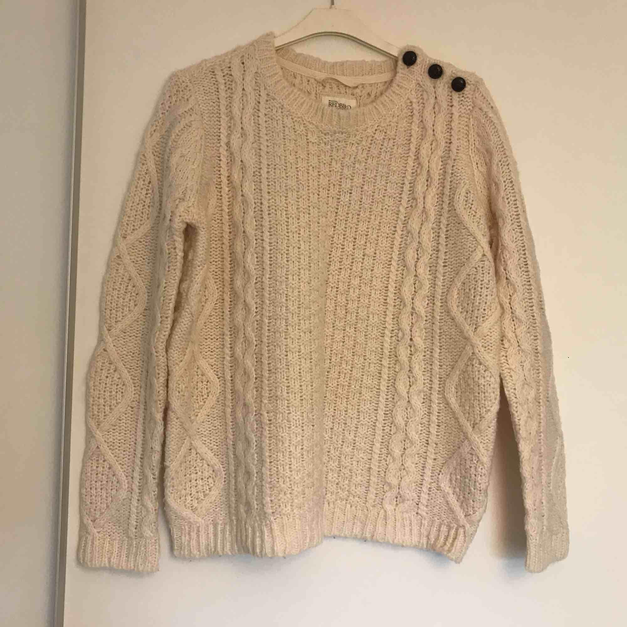 Klassisk stickad tröja. Fint skick.. Tröjor & Koftor.