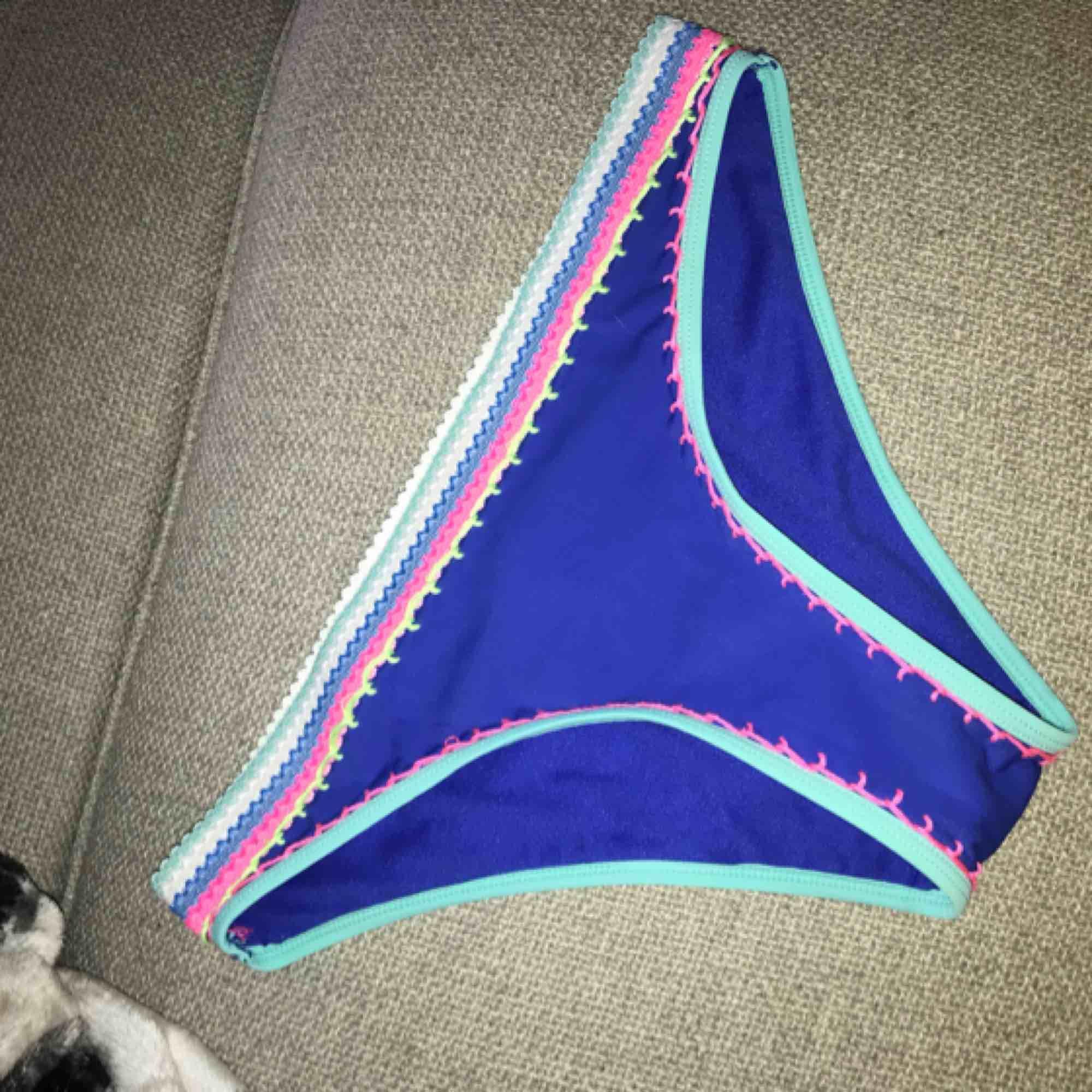 Fin bikini från Cubus i färgstarka färger.. Övrigt.
