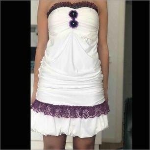 Stretching vit klänning med fina dittills , användarn en gång på fest 💃🏻😊