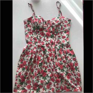 Blommig klänning från Gina tricot 🌸❤️
