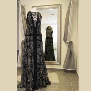 Nanatte Lepore klänning.  Ny med etiketterna kvar.  Passar M/EU38/US10. Made in New York. Original pris 498$.