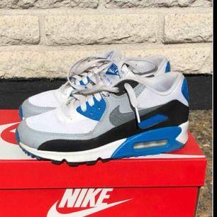 Snyggaste retro skorna från Nike!! Nypris 1200 kr, köpta på Intersport. Skriv om ni vill ha fler bilder eller undrar något annat🤩
