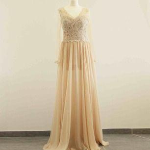 Ny klänning.  Passar M/L