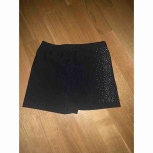 Svarta konståknings shorts, kan användas till vad som helst egentligen. Mjukt material inuti