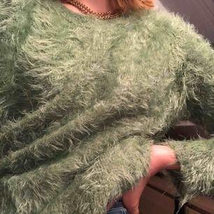 Sjukt mysig tröja från Zara! Lite oversized skulle jag säga, Knappast använd. Möts upp och fraktar!😘