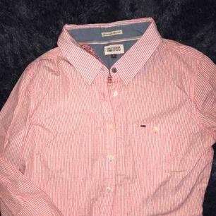 Helt ny Tommy Hilfiger skjorta, köparen står för frakt på 40kr