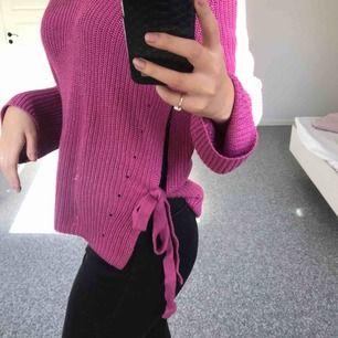 Lila/rosa stickad tröja med knytningar! 💫