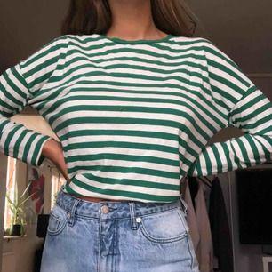 Grön randig tröja från bikbok!
