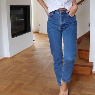 """""""Mom jeans"""" frakt på 63kr tillkommer (spårbart)"""