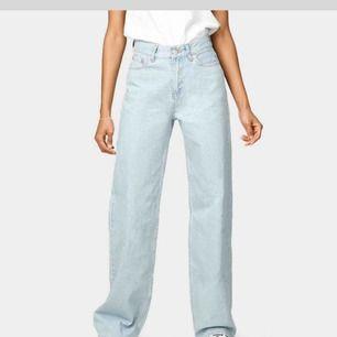 Säljer ett par jättefina byxor i denna Mosel från Bik Bok, byxorna är lite ljusare än färgen på bilden!