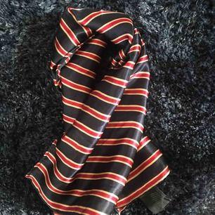 Silkesscarf, passar både i håret,runt halsen o på väskor✨ frakt 30kr