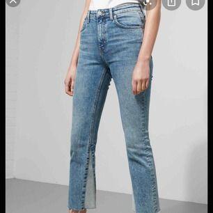 Skitsnygga Kick flare jeans från weekday, använda 1 gång men dom faller inte i min smak och såklart tvättade :) står storlek 30 i dom och dom passar mig som brukar ha 28-29 men dom är fett stretchiga :) köpare står för frakt