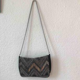 Fin festlig väska från H&M, använd ett fåtal gånger! Frakt: 65kr