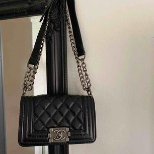 Jätte fin kopia av Chanel boy bag, aldrig fått användning av den därför jag säljer den<333