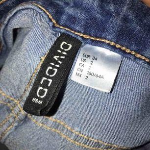 Använt 2ggr Fina byxor från H&M Säljs nu, frakt ingår inte!