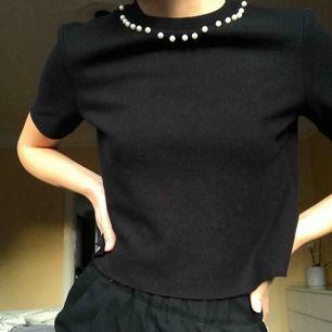 T-shirt med pärlor