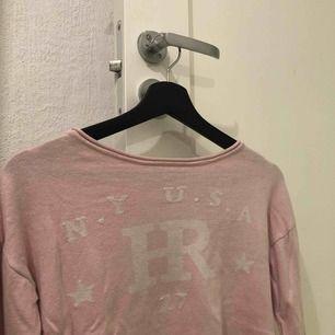 Säljer denna ljusrosa tröja ifrån Kappahl💞💞sparsamt använd
