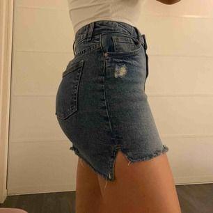 Fin kjol från hm, säljer pga att den är alldeles för kort för mig.