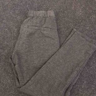 Kostymbyxor som är väldigt små i storleken, frakt: 30kr