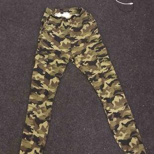 Militärbyxor från SHEIN, lite slitna därav priset:) Frakt: 30kr