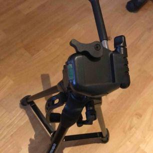 Säljer kamera stativ som är använd några gånger 50kr Kommentera så skickar jag pm vid intresse!