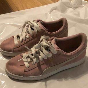 Säljer mina Puma skor. Använda några gånger Nypris 800kr Mitt pris 300kr