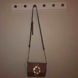 Helt oanvänd väska, ord pris 129kr! Skriv vid fler bilder vid intresse av väskan:)