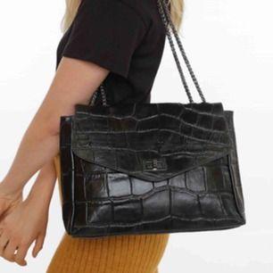 Kollar bara om det finns intresse (dvs pris är förhandelsbart) Väska från Chiquelle köpt för 800kr. Aldrig använd dvs som ny!