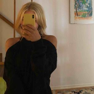 Så snygg tröja från Nakd! Använd typ 2 gånger. Säljer pga av flytt! Kan mötas upp i Stockholm annars står köparen för frakt☀️