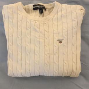 Kabelstickad gant tröja. Storlek M.  💓 Köparen står för frakten 💝