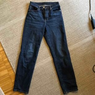 Straight leg jeans från uniqlo  Knappt använda, i stl 23 deras storlek men är som 25