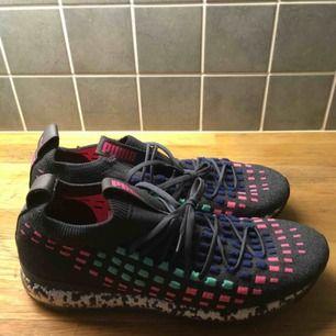 Puma Jamming Fusefit sneaker. Endast använda ett par gånger, mycket fint skick bortsett från en strap på vänstra skon som gått upp (påverkar inte passformen)