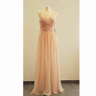 JS Boutique ny klänning.  Med etiketterna kvar.  Storlek US6/EU36/S.  Original pris 242$.