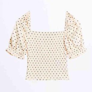 Säljer denna såå fina topp från Gina tricot pga att den ej används!😊