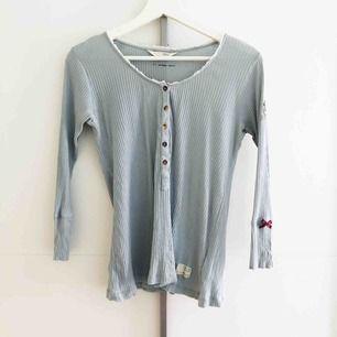 Ljusblå Odd Molly tröja i storlek 1.